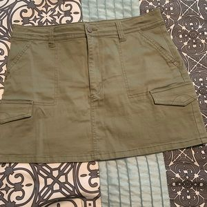 Army Green Skirt w Pockets
